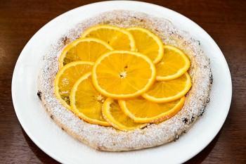 アランチャ 生のオレンジとカスタードのピザ